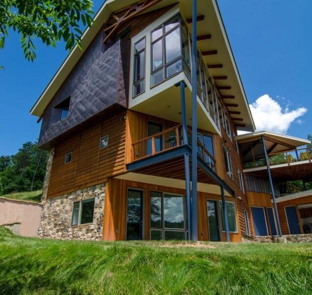 House On Lake Holiday